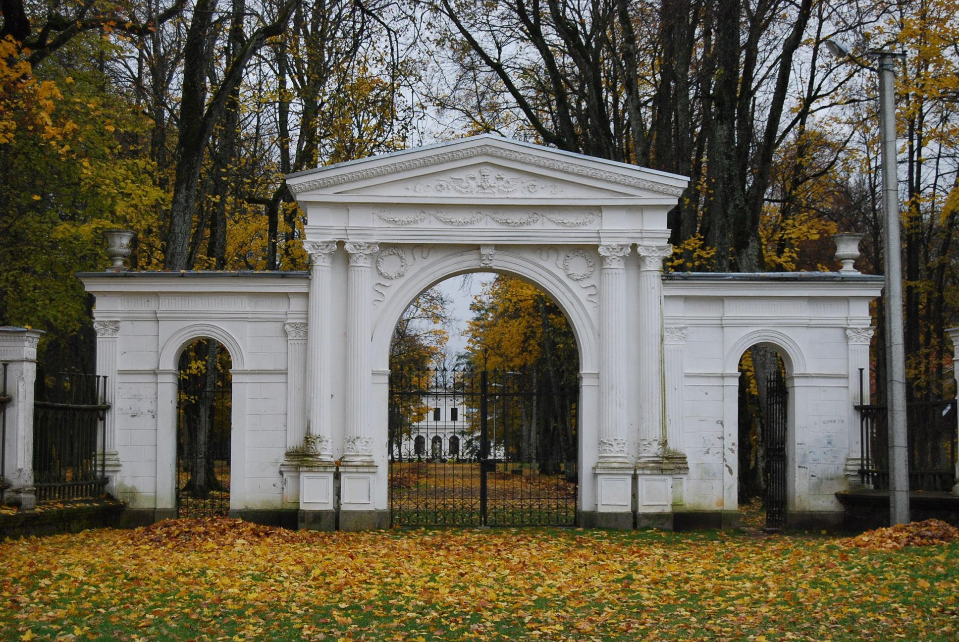 Švėkšnos dvaro pagrindiniai vartai