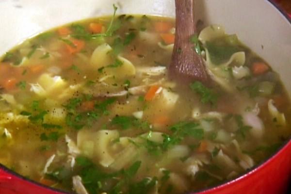makaronu sriuba su vistiena