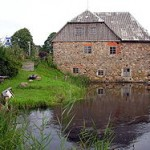 250px-Babrungenu_malunas.Zem.2007-08-23